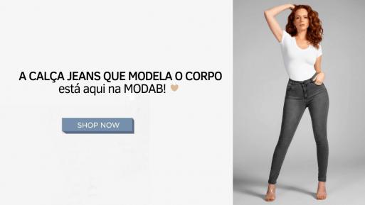 Calça jeans que modela o corpo
